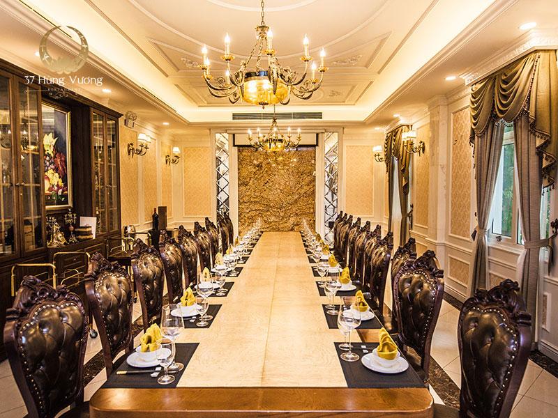 Không gian phòng VIP sang trọng với lối kiến trúc tân cổ điển