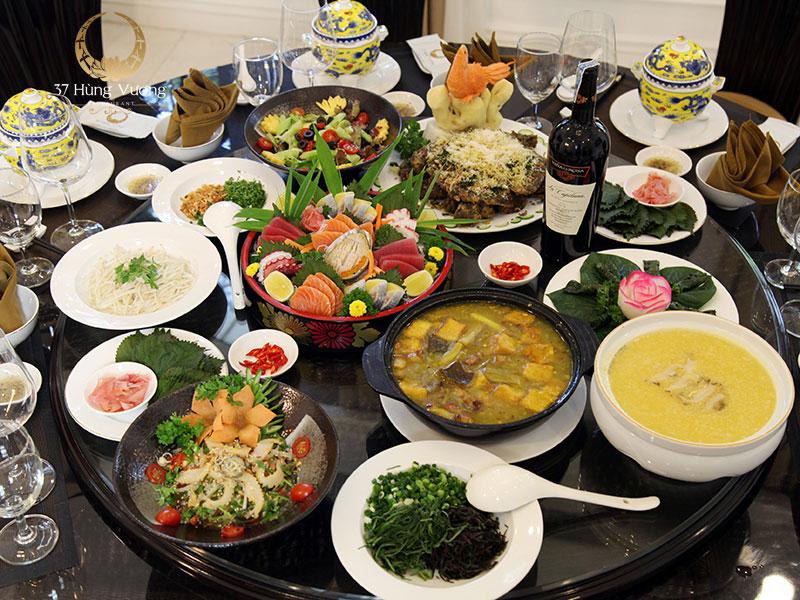 Thưởng thức những món ăn tuyệt hảo từ thực đơn tiệc phong phú