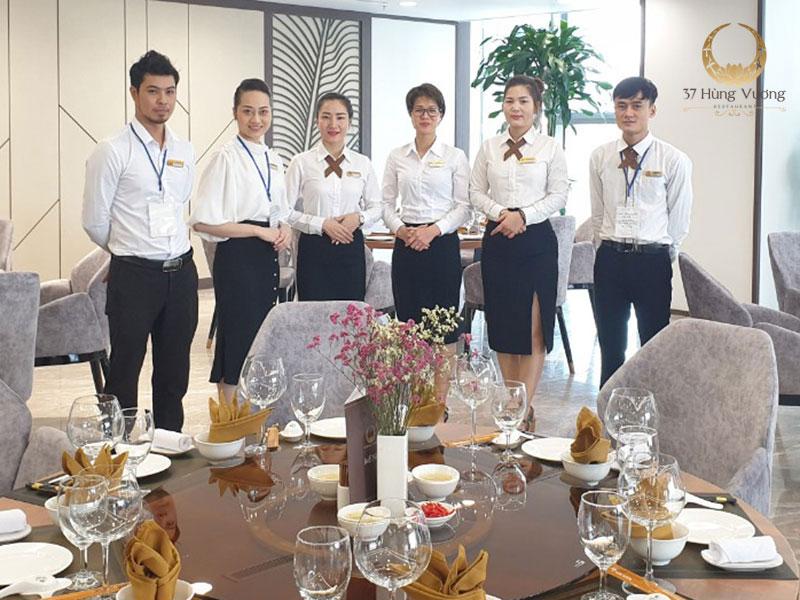 Đội ngũ nhân viên chuyên nghiệp tại 37A Hùng Vương