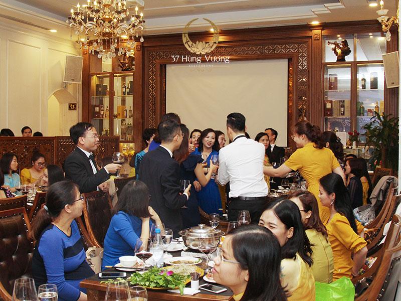 Xu hướng tổ chức tiệc cuối năm cho công ty tại nhà hàng với không gian sang trọng