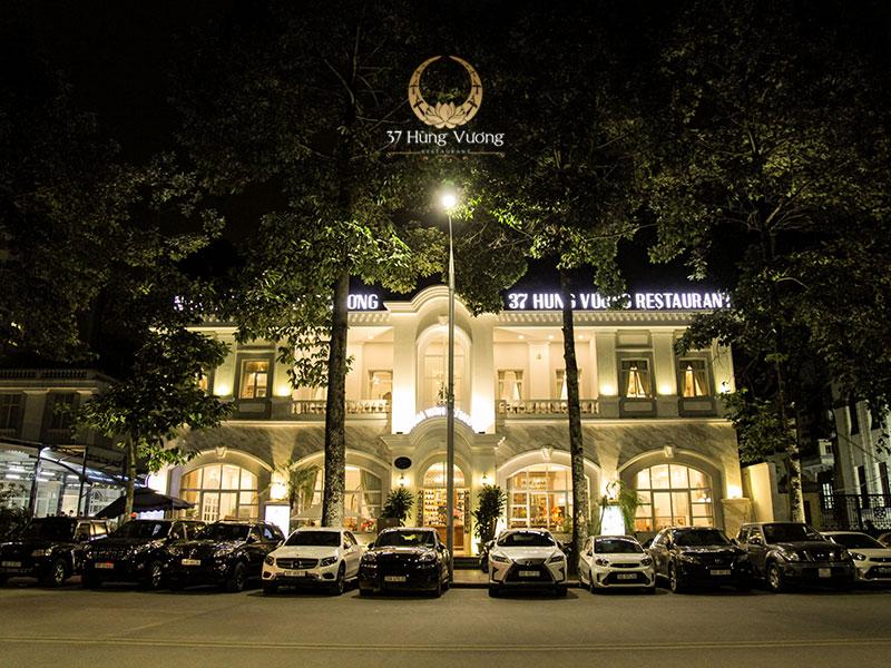 Nhà hàng 37A Hùng Vương với lối kiến trúc Tân cổ điển sang trọng, thanh lịch và ấm áp