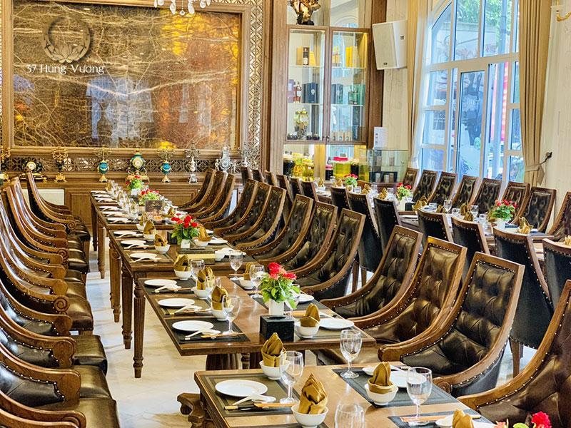 Không gian tổ chức tiệc tại sảnh chung nhà hàng 37A Hùng Vương