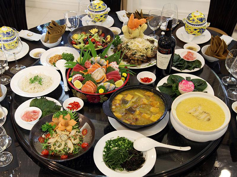 Địa điểm tổ chức tiệc - Tiệc cuối năm tại nhà hàng
