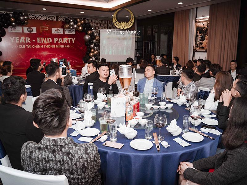 Sức chứa của địa điểm tổ chức tiệc liên hoan tổng kết cuối năm đáp ứng số lượng khách mời