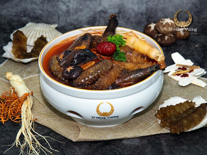 Gà đen 37 tiềm hải sâm vàng – Món ngon cho những bữa tiệc đẳng cấp