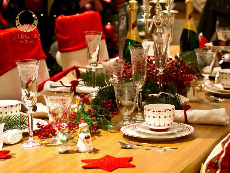 Những cách trang trí bàn tiệc Giáng sinh lộng lẫy