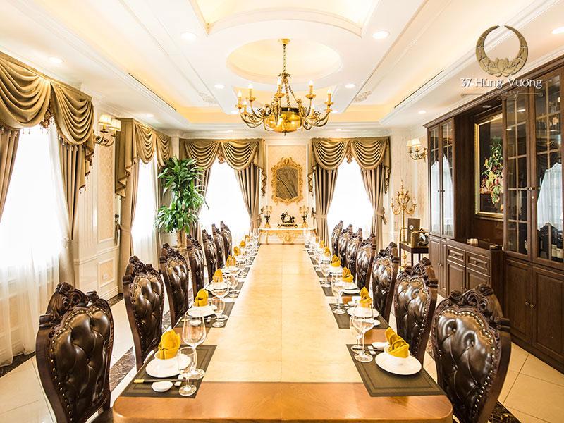 Nhà hàng có phòng riêng tổ chức tiệc sang trọng và hiện đại
