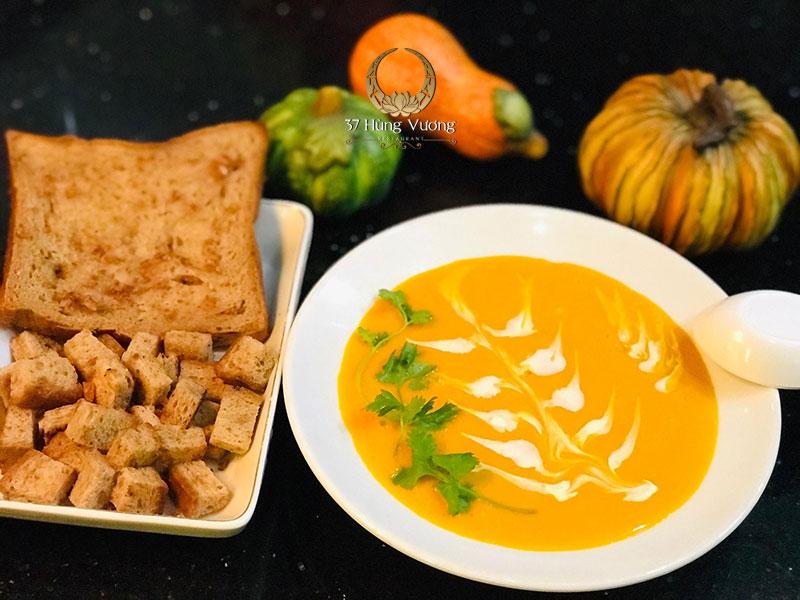 Soup bí ngô kem tươi