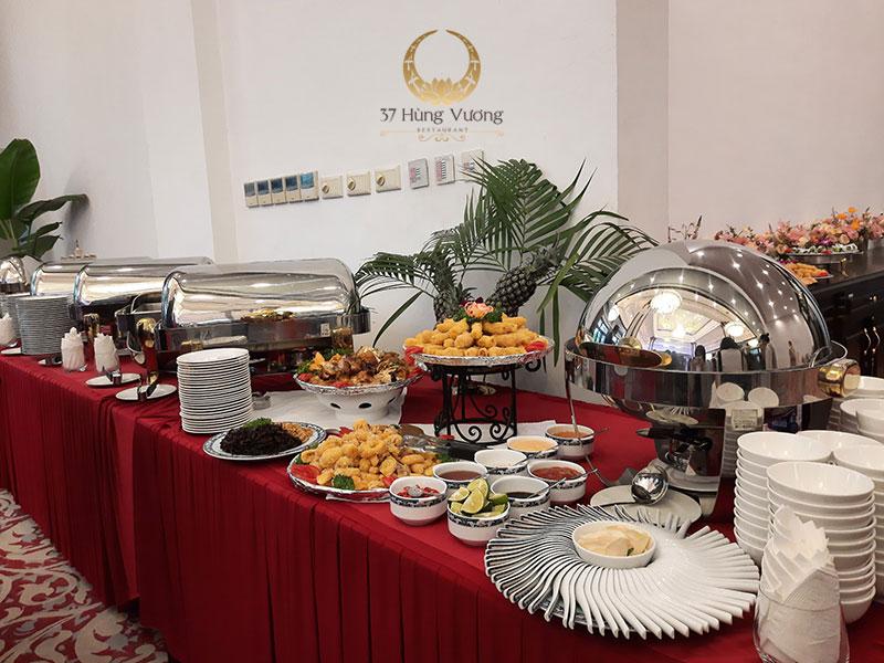 Tiệc buffet là sự lựa chọn vô cùng thích hợp cho bữa tiệc ra mắt sản phẩm mới của công ty