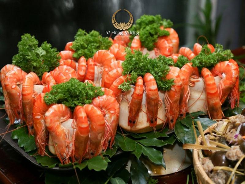 Tôm sú hấp trái dừa – Món ngon không thể bỏ qua khi đặt tiệc