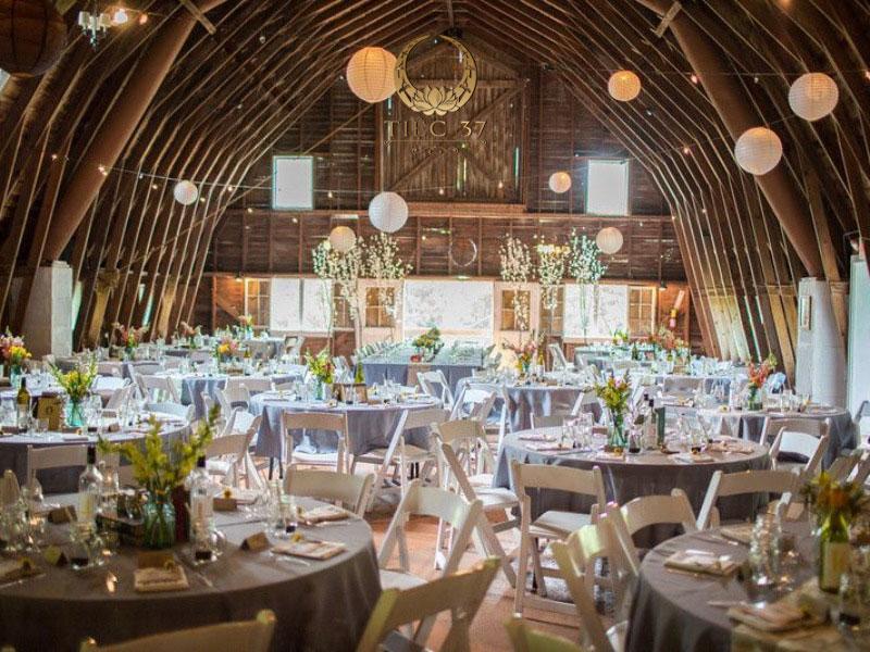 4 concept trang trí tiệc cưới cuối năm
