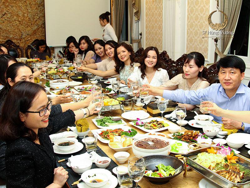 Tổ chức tiệc liên hoan cuối năm tại nhà hàng