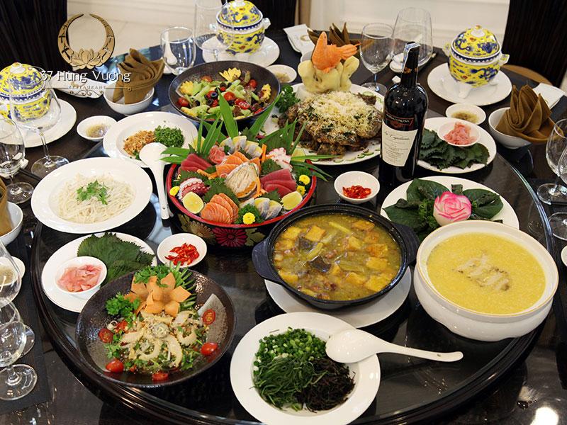 Những món ăn đậm đà về hương vị được chế biến bởi đội ngũ đầu bếp tài hoa
