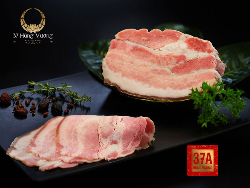 Thịt lợn đen xông trà