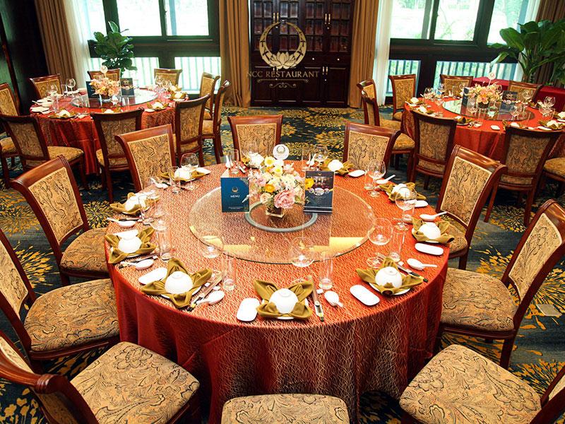 Nhà hàng tổ chức tiệc với không gian phòng VIP sang trọng