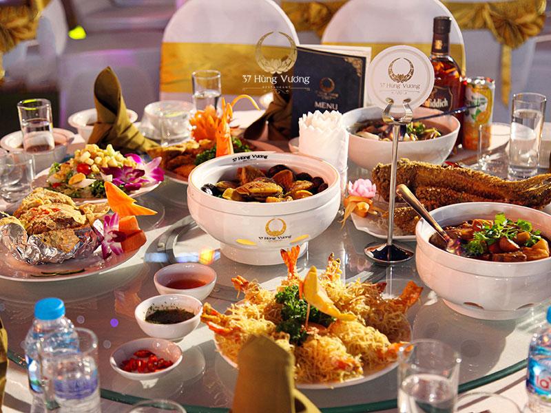 Nhà hàng tổ chức tiệc với thực đơn chạm ngưỡng mỹ vị