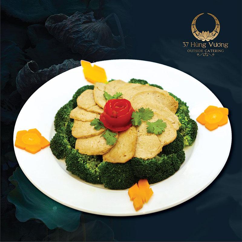 Thực đơn món chay: Bò chay xào nấm hoa lơ xanh