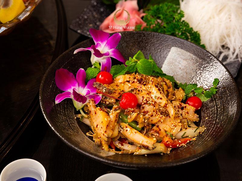 Salad Bào ngư - Món ngon khi đặt tiệc 8/3 tại nhà hàng