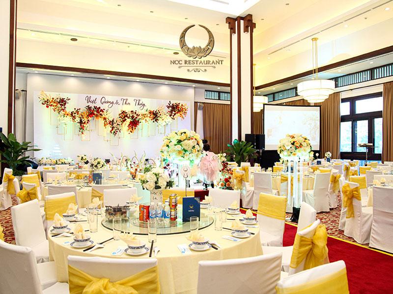 Không gian sang trọng cho tiệc cưới thân mật ấm cúng