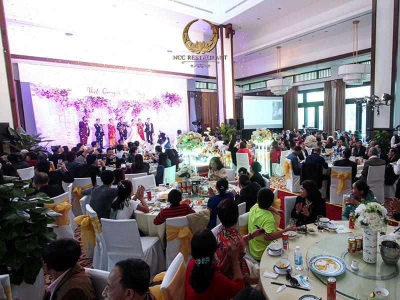 Không gian tổ chức tiệc cưới thân mật sang trọng và ấm cúng