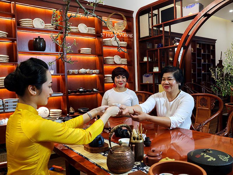 Thưởng trà 8/3 tại Không gian văn hóa Trà Việt